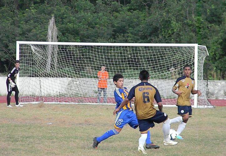 El juego se desarrolló en la cancha del Centro Deportivo de Alto Rendimiento de Cancún. (Ángel Mazariego/SIPSE)