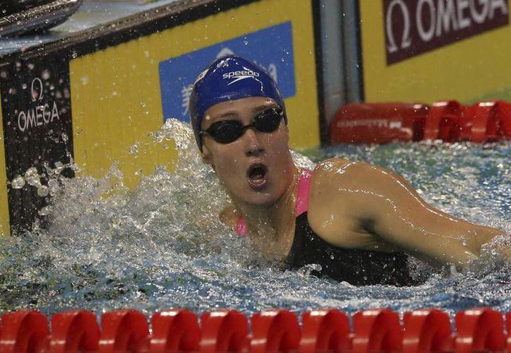 La española Mireia Belmonte tras su victoria en la prueba de 400 metros femenil del Mundial de Natación de piscina corta en Doha, Catar. (EFE)