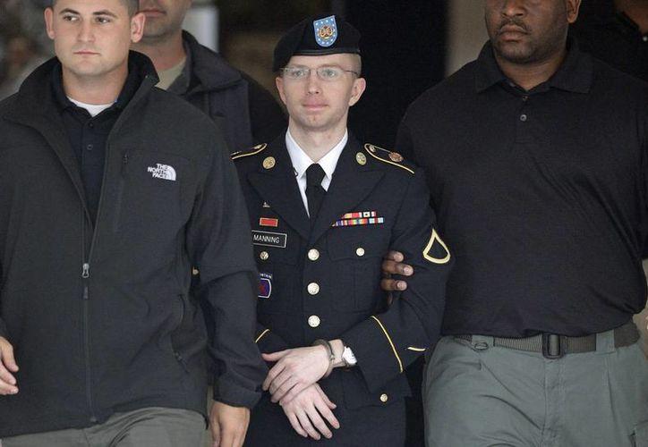 Manning y defensa mantenían el argumento de que era un soldado idealista con una motivación pura: exponer verdades brutales sobre los cuerpos militares y diplomáticos de EU, pero su estrategia no resultó. (Agencias)