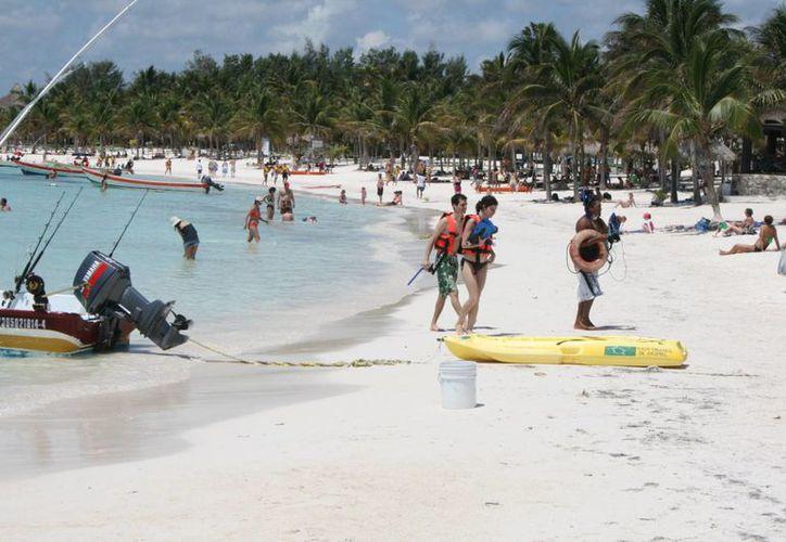 Incrementa el número de visitantes en las playas del destino. (Rossy López/SIPSE)