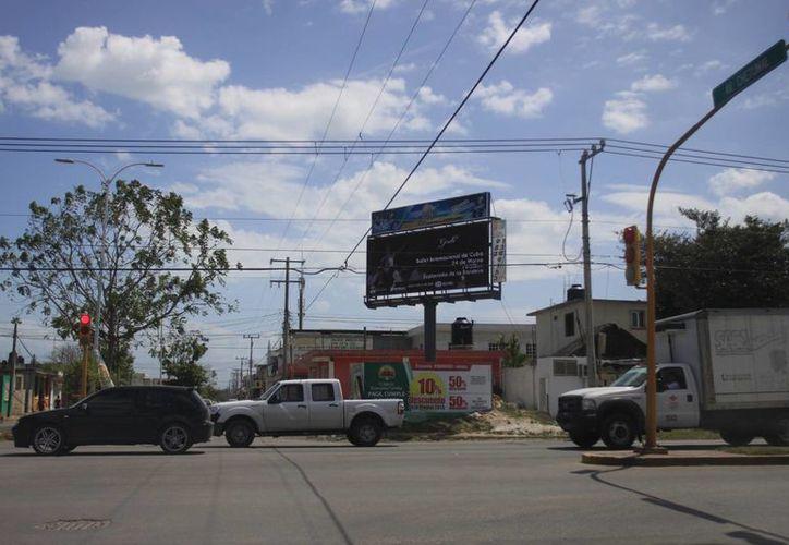 Indican que hay aproximadamente 148 anuncios espectaculares. (Juan Palma/SIPSE)