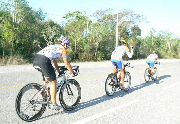 """Los competidores entrarán en una rifa de una bicicleta Mercurio Ranger Rodada 29"""". (Raúl Caballero/SIPSE)"""