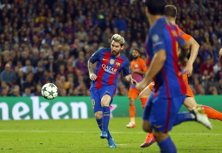 Messi al momento de anotar su tercer gol de la noche ante Manchester City. (AP)