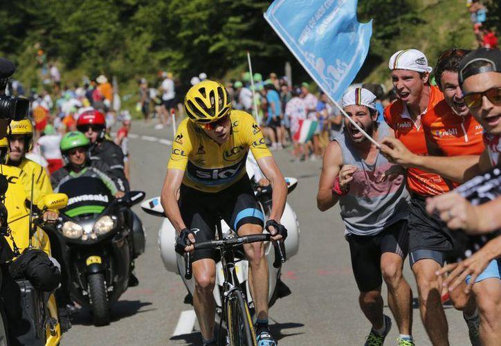 Chris Froome se impuso en un agotador ascenso en los Pirineos y ganó el martes la primera etapa de montaña del Tour de Francia. (Foto: AP)