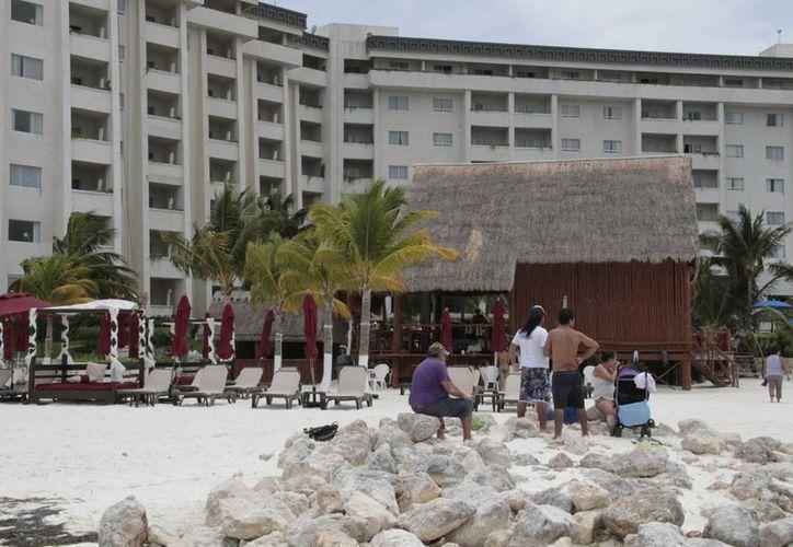 Se ubica el hotel en el kilómetro 5.5 del bulevar Kukulcán. (Israel Leal/SIPSE)