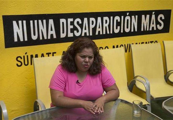 Claudia Medina Tavariz habla durante una entrevista en las oficinas de Amnistía Internacional en la ciudad de México, donde relató la tortura a la que fue sometida. (AP Foto/Eduardo Verdugo)