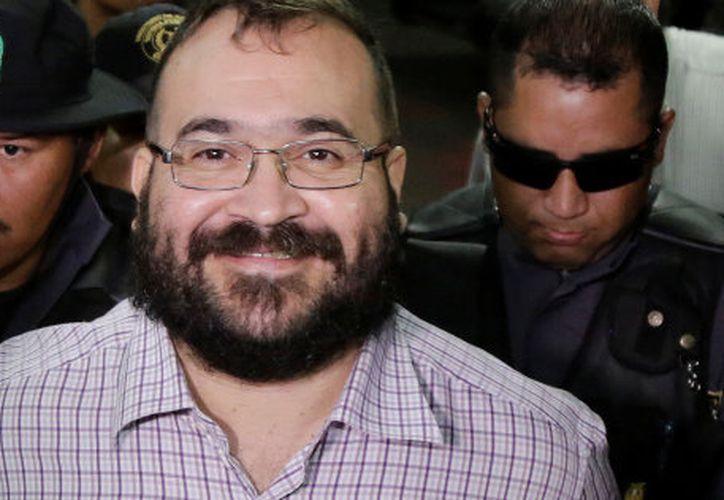 Los lectores hicieron críticas sobre la noticia falsa de la liberación de Duarte en redes sociales. (LUIS ECHEVERRÍA/REUTERS)