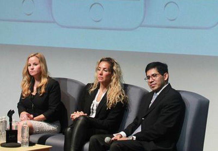 En el Museo Memoria y Tolerancia, se presentó la alianza entre la Alerta AMBER y Facebook, en compañía de la coordinador de la Estrategia Digital Nacional, Alejandra Lagunes, para ayudar a autoridades y familias mexicanas en la búsqueda de menores de edad desaparecidos a través de los 65 millones de usuarios de esa red social en México. (Notimex)