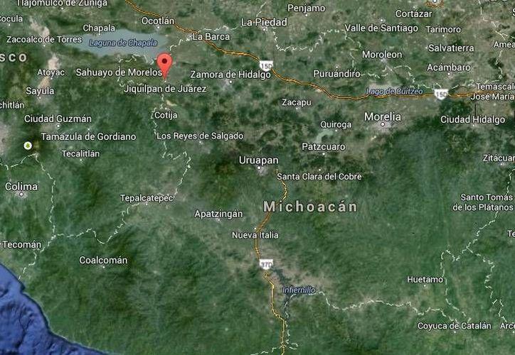 Uno de los cuerpos descubiertos en un predio de Jiqullpan tenía tenía tres impactos de bala y el segundo el tiro de gracia. (Google Maps)