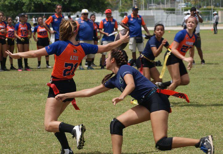 Los equipos buscan el título en el emparrillado del Centro Estatal Deportivo de Alto Rendimiento. (Ángel Villegas)