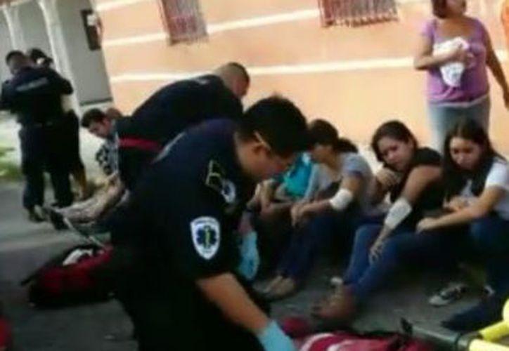 De los múltiples lesionados, tres mujeres fueron trasladadas a un hospital en esta grave. (SIPSE)