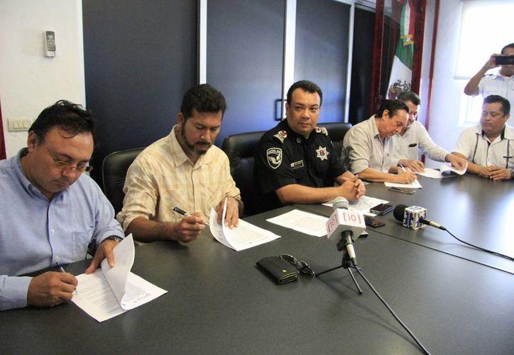 Autoridades y empresarios durante una conferencia en Seguridad Pública. (Luis Soto/SIPSE)
