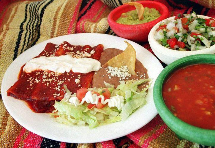 Unas enchiladas no le sientan mal a nadie, ni siquiera a los estadounidenses, quienes comienzan a pedirlas con mayor frecuencia. (EFE)