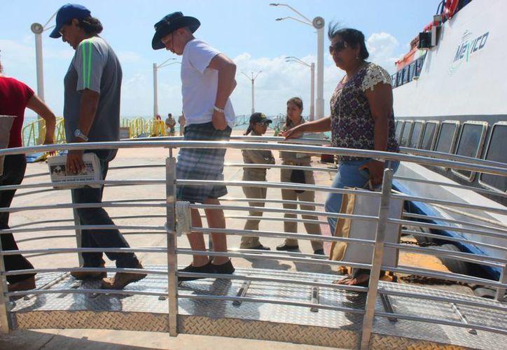 Durante los días de mayor actividad de la Semana Santa se registraron hasta 50 viajes en el muelle Navega. (Daniel Pacheco/SIPSE)