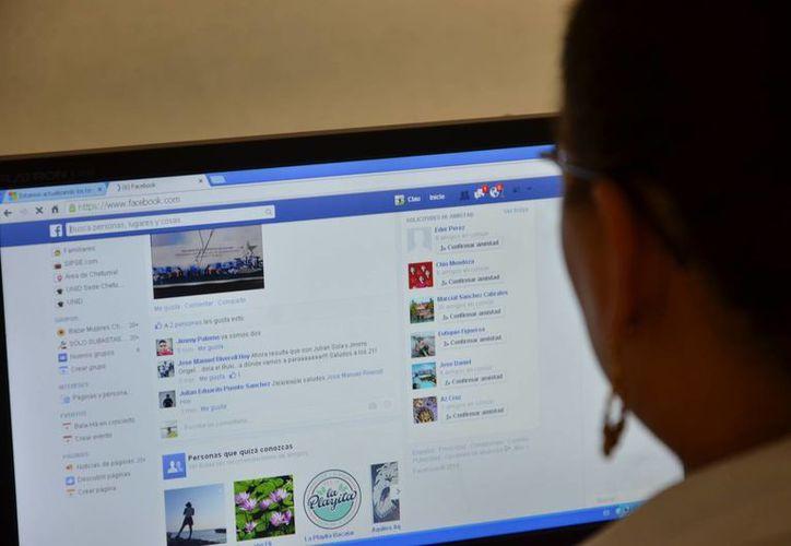 El acceso a internet para algunos especialistas se ha convertido en un arma de doble filo. (Redacción/SIPSE)
