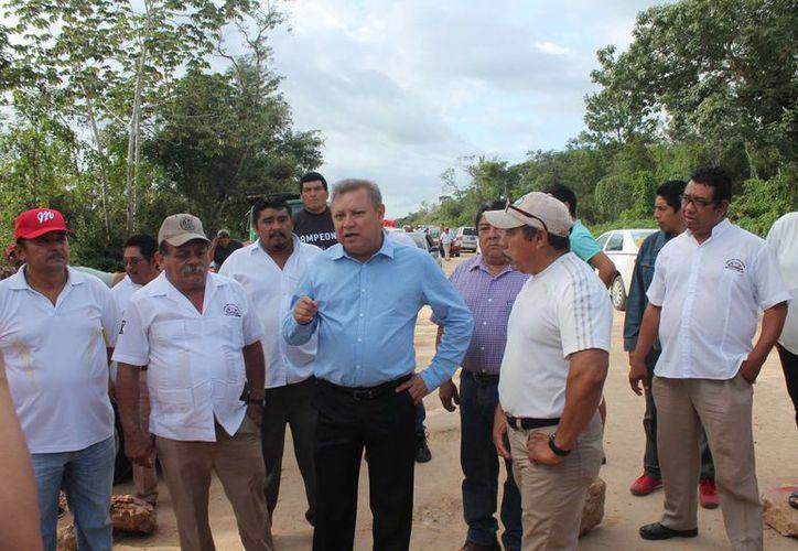 El alcalde aseguró que insistirá en que se concluya la obra. (Raúl Balam/SIPSE)