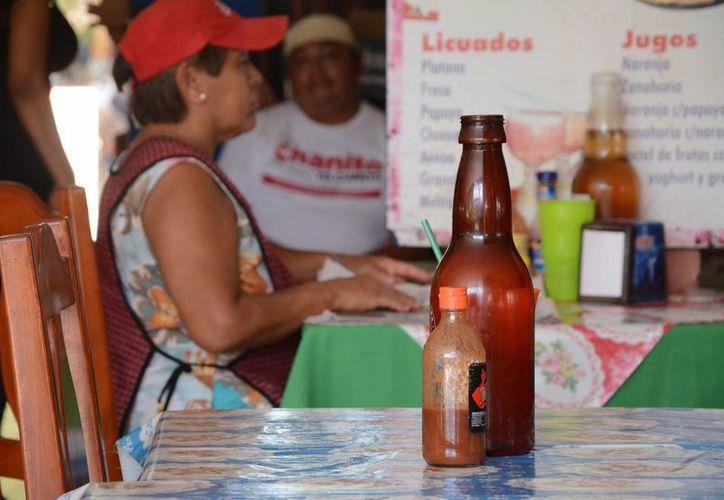 Algunos establecimientos incrementan la venta de sus bebidas alcohólicas hasta en un 20%. (Victoria González/SIPSE)