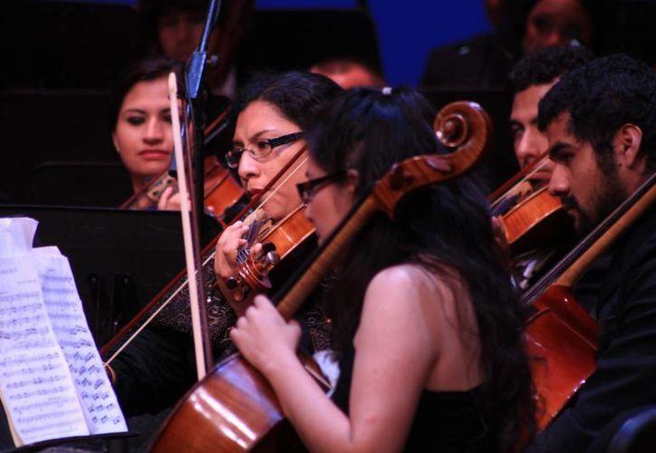 Éxitos de rock serán interpretados por músicos de orquesta en el Teatro de la Ciudad. (Adrián Barreto/SIPSE)