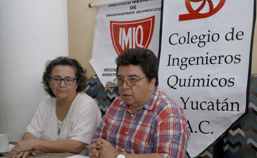 Gladys Gahona Cámara y Alan García Lira. (José Acosta/Novedades Yucatán)