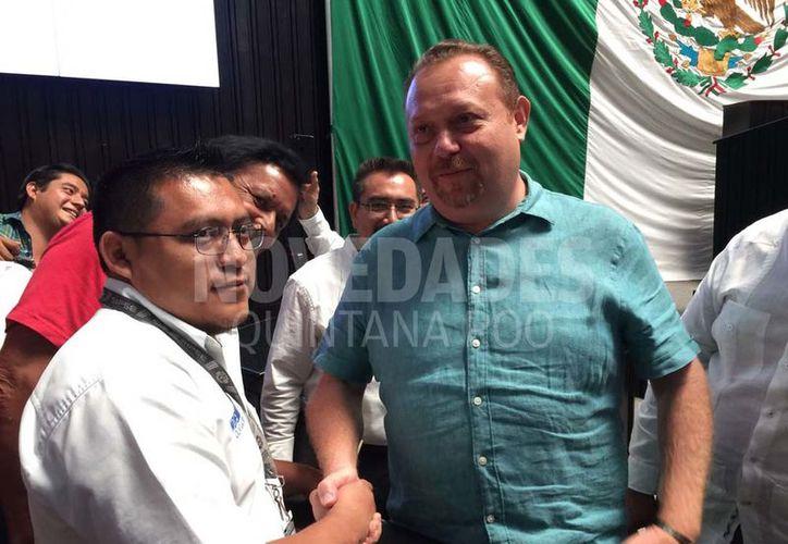 El diputado perredista José Esquivel Vargas se disculpó con el periodista de Novedades Chetumal, Benjamín Pat. (Redacción/SIPSE)