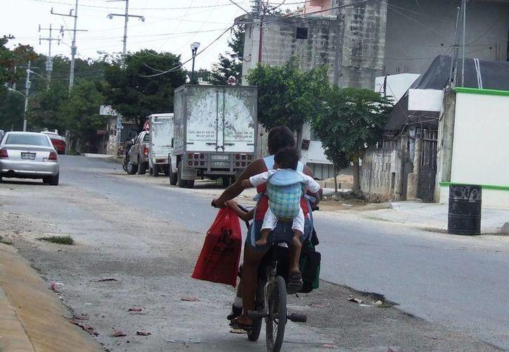 Las constantes faltas e imprudencias de los ciclistas causan ya honda preocupación en el noveno municipio, por los constantes percances. (Rossy López/SIPSE)