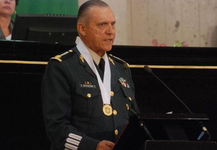 Cienfuegos agradeció el reconocimiento a nombre de todo el Ejército mexicano. (Foto: Congreso del Estado de Veracruz)