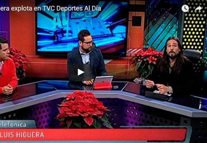 El presidente de Chivas, José Luis Higuera perdió la cabeza y se molestó con el periodista Ricardo Magallán, al ser cuestionado sobre la partida de Marco Fabián al fútbol europeo.- (Impresión de pantalla YouTube)