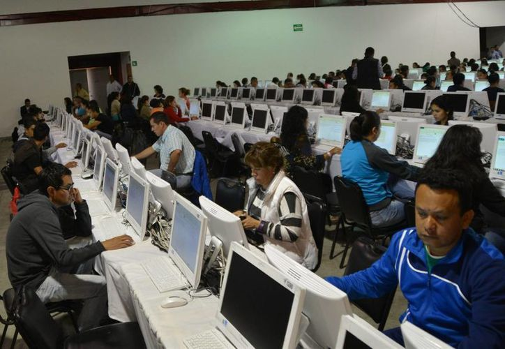 Imagen de contexto de maestros presentando la evaluación el pasado 22 de noviembre de 2015, en Morelia, Michoacán. ( Archivo/Notimex)