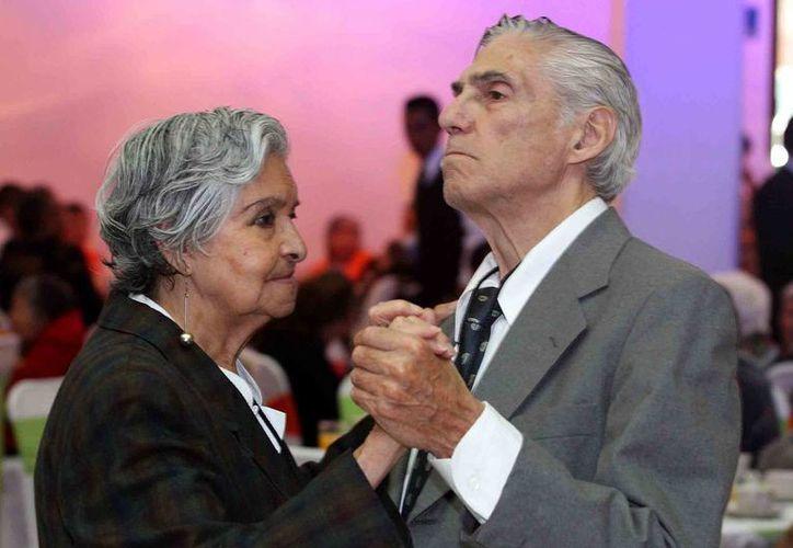 Actualmente la esperanza de vida en México es de casi 75 años, por lo que especialistas llamaron a las autoridades a diseñar programas para ofrecer una mejor calidad de vida a los adultos mayores. (Imagen de contexto/Notimex)