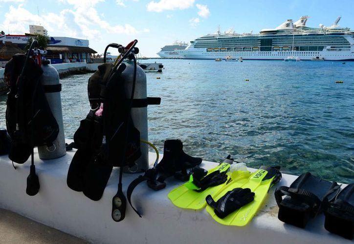 En el evento se dan a conocer lo último en equipos de buceo y accesorios para esta actividad. (Gustavo Villegas/SIPSE)