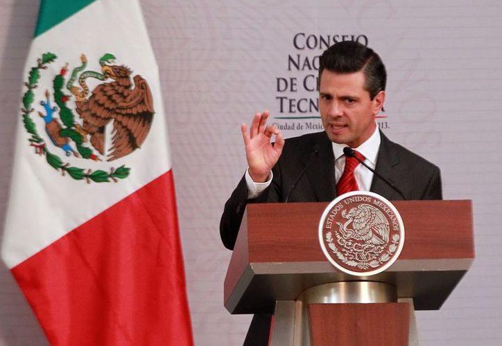 El Presidente instruyó al nuevo titular del Conacyt, entre otros puntos, a fortalecer el Sistema Nacional de Investigadores. (Notimex)