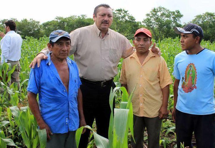Productores reciben el apoyo del alcalde de Valladolid, Roger Alcocer García. (Milenio Novedades)