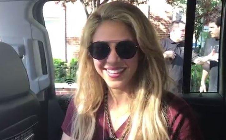 Shakira publicó un video desde el interior de una camioneta en el que anunció  la sorpresa. (Foto: Twitter/Shakira)