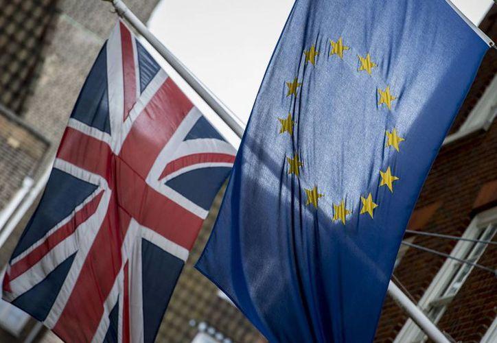 El Reino Unido decide este jueves si se queda o no dentro de la Unión Europea, uno de los bloques económicos más poderosos del mundo. Los últimos sondeos dan ventaja a la permanencia. (politico.eu)