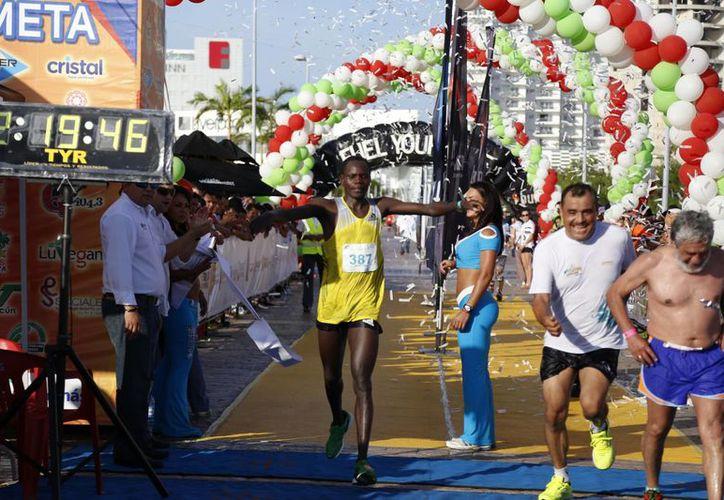 La legión africana continúa haciendo historia en los maratones. (Raúl Caballero/SIPSE)
