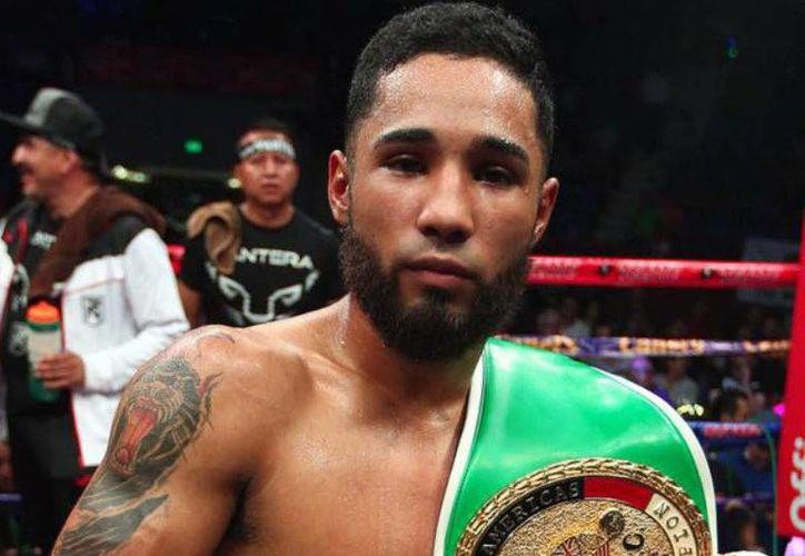 Luis <i>Pantera</i> Nery solo requirió de dos rounds para derrotar a su oponente, el filipino Richie Magnum Mepranum la noche del sábado, en Tijuana (Twitter: @IzquierdazoBox)