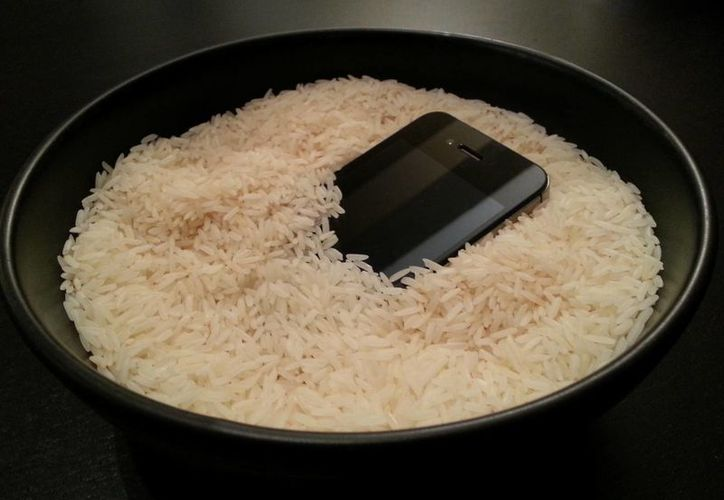 Muchos habrán metido el teléfono en arroz luego de que el aparato se mojara. (tecnovortex.com)