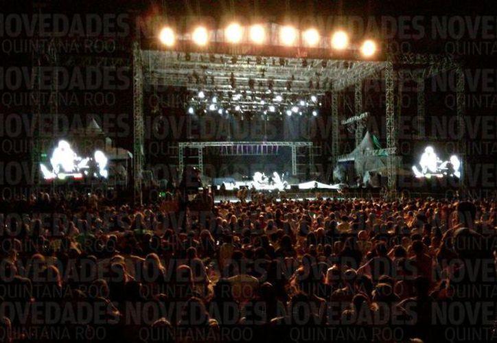 La jornada musical del pasado sábado inició pasadas las siete de la noche. (Daniel Pacheco/ SIPSE)