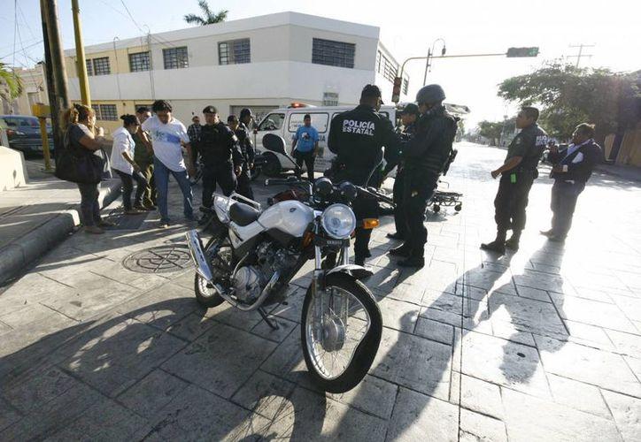 Esposos que viajaban en motocicleta salvaron de milagro la vida. (Milenio Novedades)