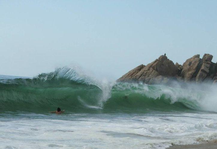 Las olas de al menos 3 metros de altura, Protección civil alerta a vacacionistas. (Archivo)
