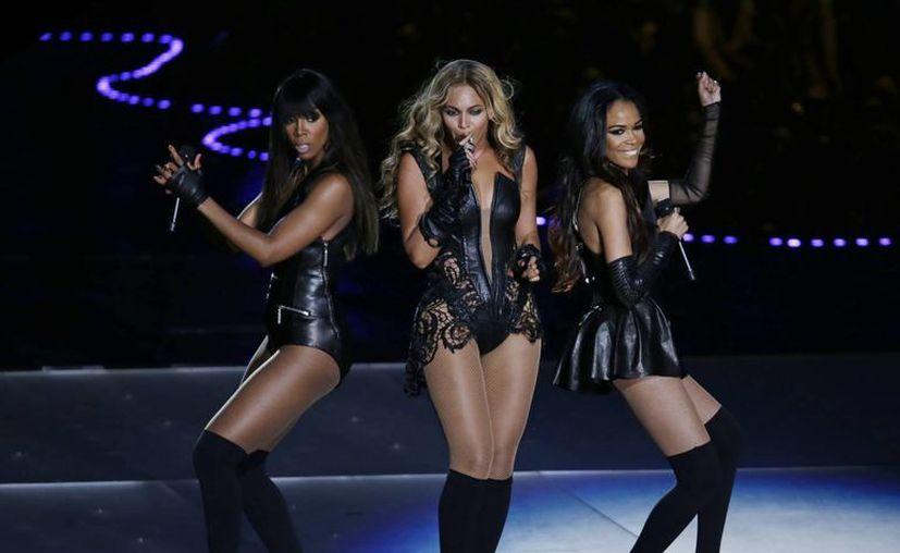 En su presentación, Beyoncé se apoyó en su compañeras de Destiny's Child. (Agencias)