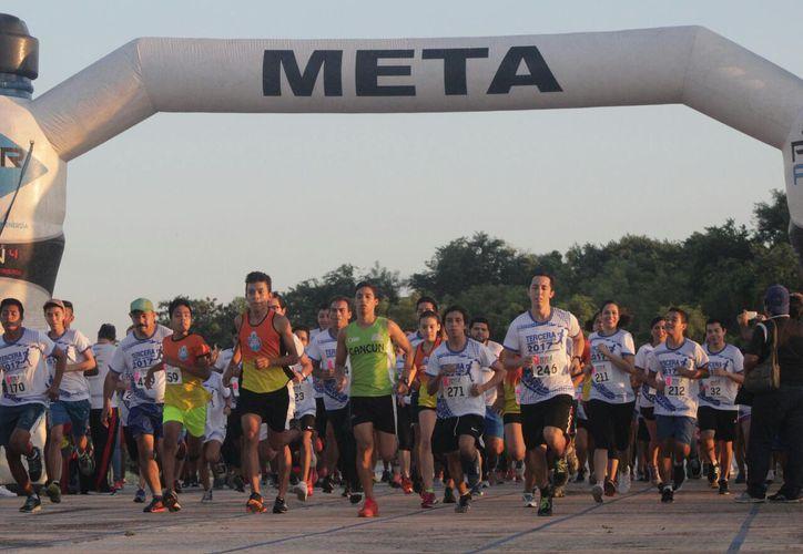 El evento deportivo reunió a alrededor de 500 competidores. (Raúl Caballero/SIPSE)