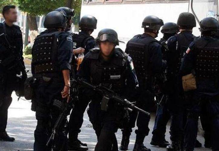 Mientras se hacían las pruebas a los policías, personal de Fuerza Civil estatal se encargó de la seguridad de la región. (Agencias/Contexto)