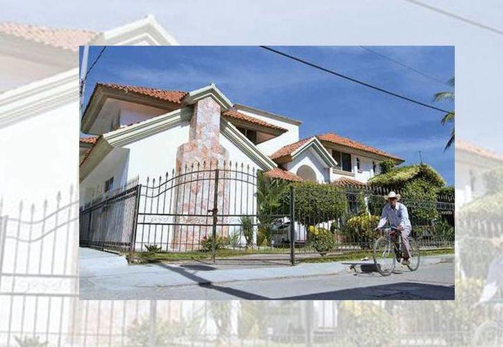 Muchas de las casas construidas por los residentes de Puebla en Estados Unidos son de estilo californiano. (Araceli López/Milenio)