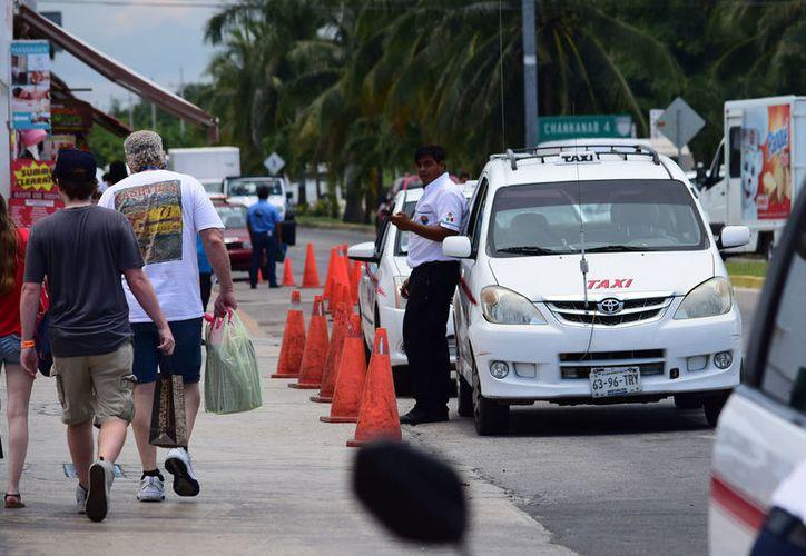 El objetivo es que el personal de los servicios de transporte cuente con las medidas básicas de seguridad para los turistas. (Foto: Gustavo Villegas/SIPSE)