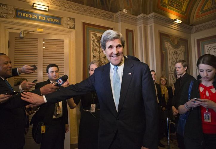 John Kerry se presenta ante los medios en el Capitolio, en Washington, después de que la Comisión de Relaciones Exteriores del Senado aprobara su nombramiento. (Agencias)