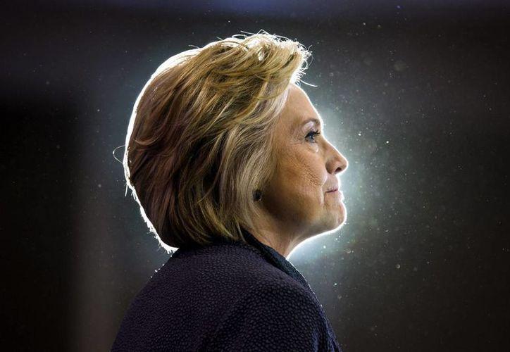 La campaña de Hillary Clinton emitió un comunicado para defender que la candidata 'planea usar el debate para debatir los asuntos que afectan a la vida de los ciudadanos y no personales'. (EFE)