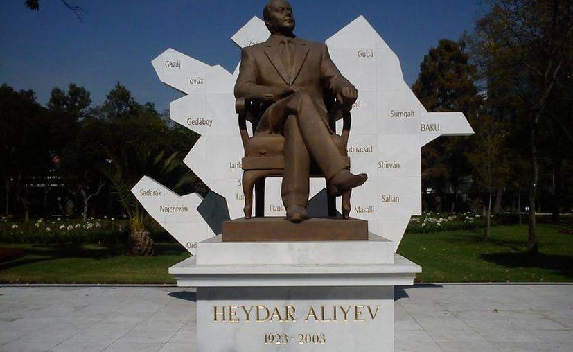 La estatua fue removida del Parque de la Amistad, ubicado en Paseo de la Reforma, la madrugada de este sábado. (wordpress.com)