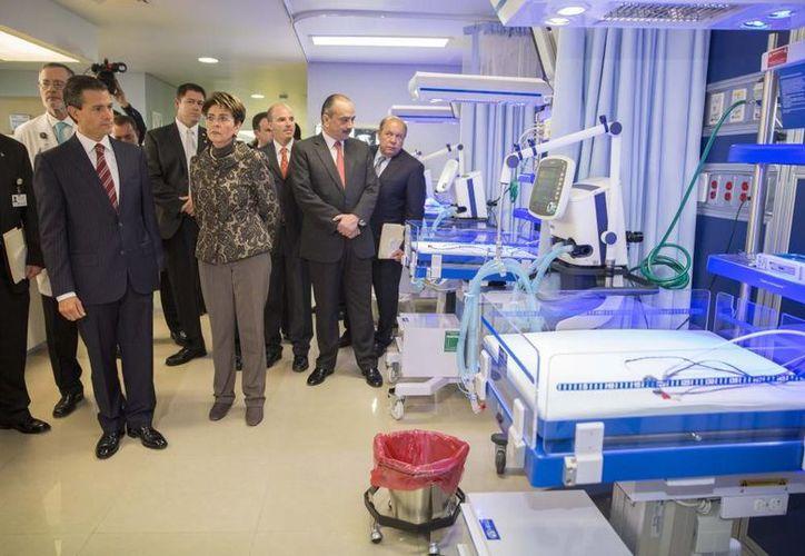 Al inaugurar las instalaciones del Hospital Nacional Homeopático, Peña Nieto dijo que su gobierno busca el acceso a la salud de todos los mexicanos. (Presidencia)