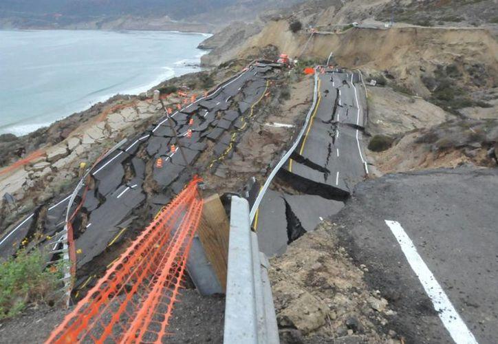 La SCT y Capufe están realizando estudios de mecánica de suelos y topografía para reparar a la brevedad la carretera Tijuana-Ensenada. (Archivo/Notimex)